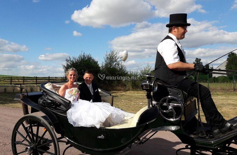 Mariés en Caleche