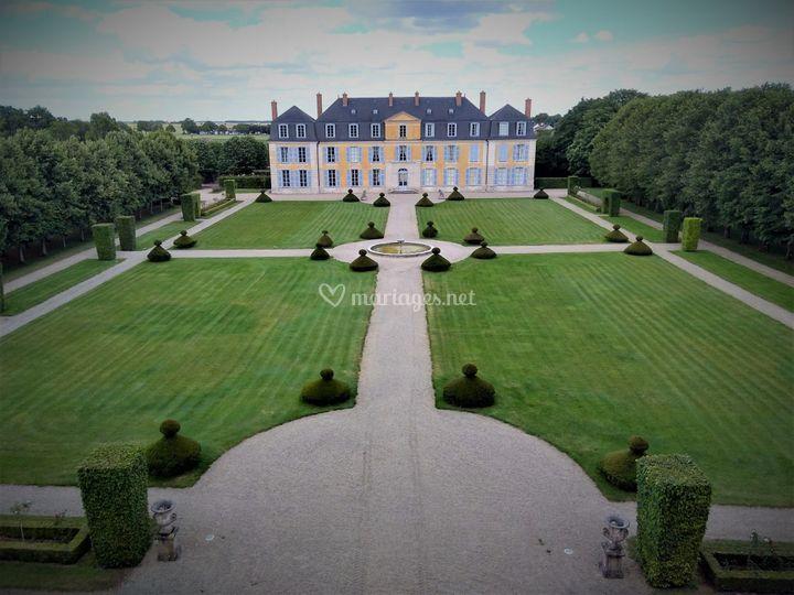 Facade château jardin