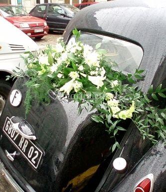 Décoration florale de la voiture