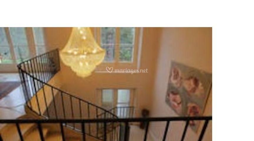 Escalier et son lustre