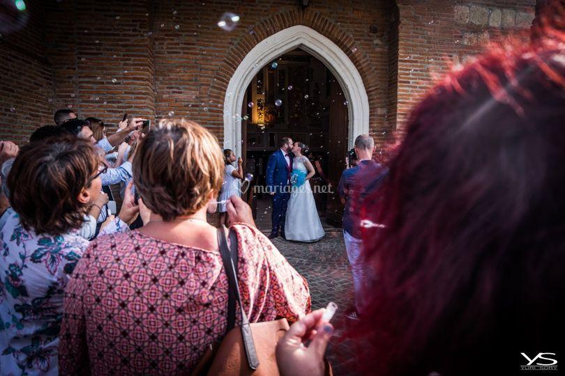Aprés l'église, le baiser