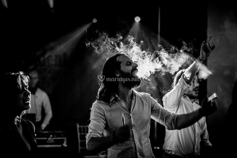 La fumée de vapeur de mariage