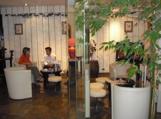 Salon, hall