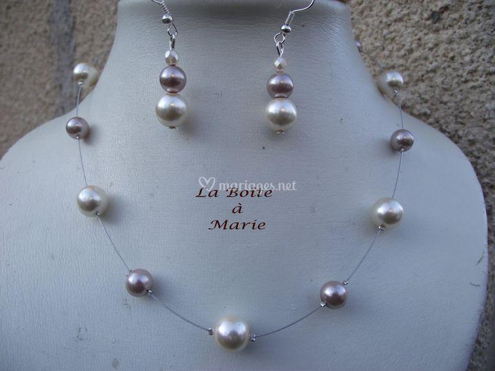 Perles crèmes et taupes nacrées en verre ,cable et fermoir toggle coeur argentés ,BO assorties