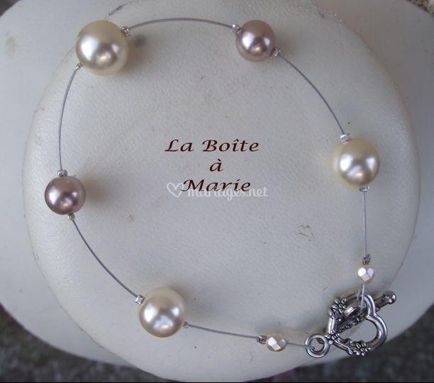 Perles crèmes et taupes nacrées en verre , cable et fermoir toggle coeur argentés