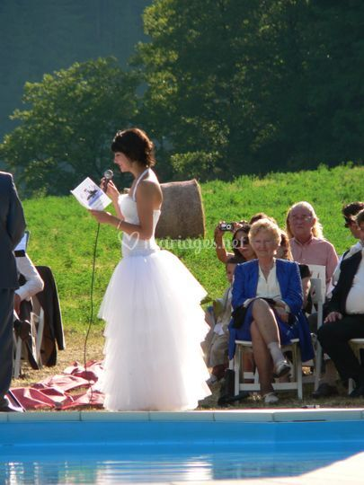 La mariée à la piscine