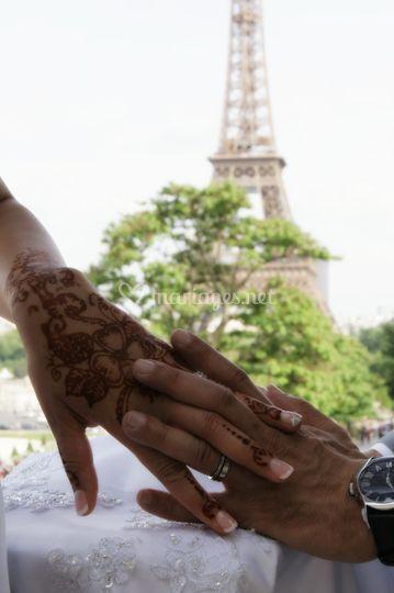 Tour Eiffel mains
