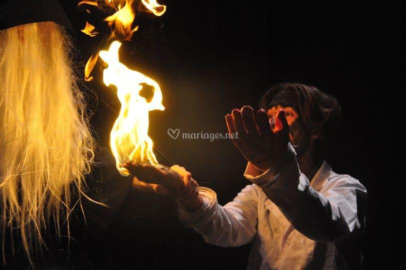 Le feu dans la main !