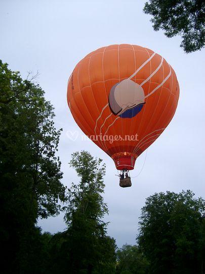 Ballon devant château