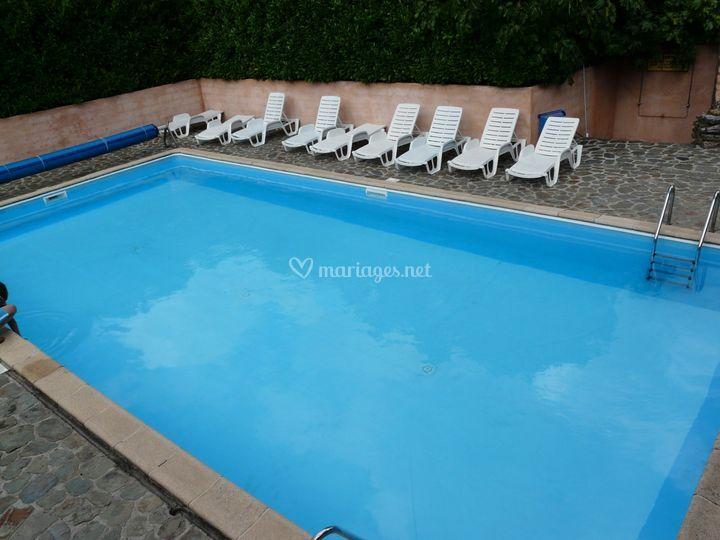 La piscine (idéale pour une réception)