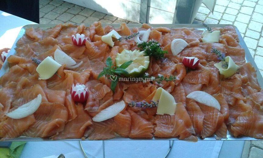Saumon fumé maison en buffet