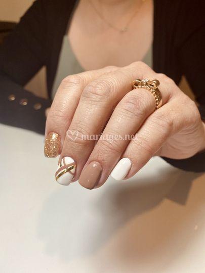Paillettes et nail art