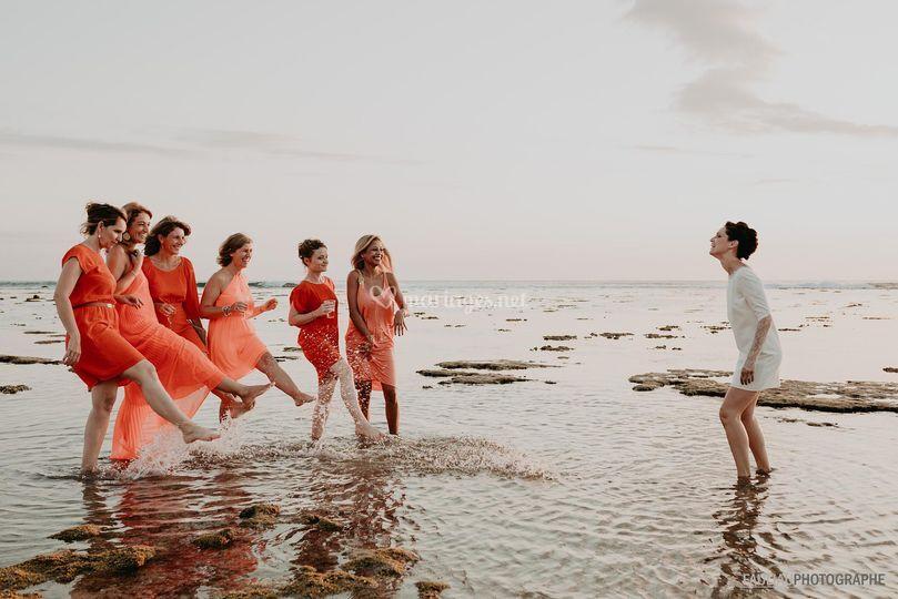 Les filles dans le lagon