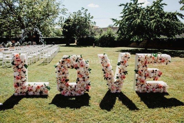 Lettres géantes fleuries