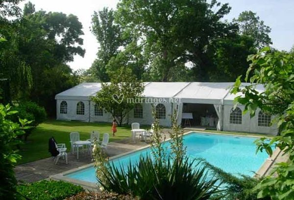 Tente pour mariage pr s de la piscine de tivoli rochelais for Tente pour piscine