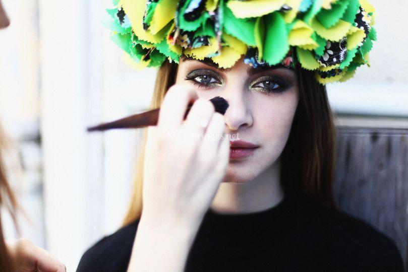 Backstage: maquillage soutenue