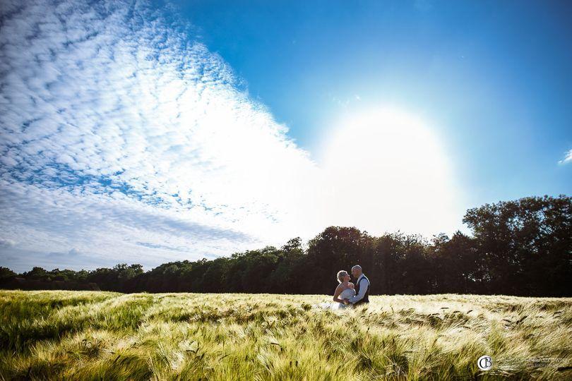 Mariés dans un champs