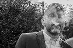 Invité fume cigare