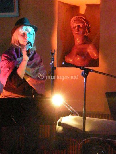 Brigitte chanteuse du B'ndB Gr
