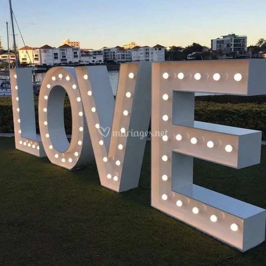 Lettres lumineuses LOVE
