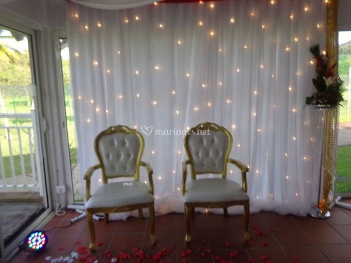 Nid des mariés avec chaise bar