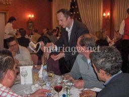 Magicien, close-up, magie de table en table...