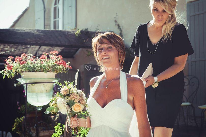 La mariée descend les marches