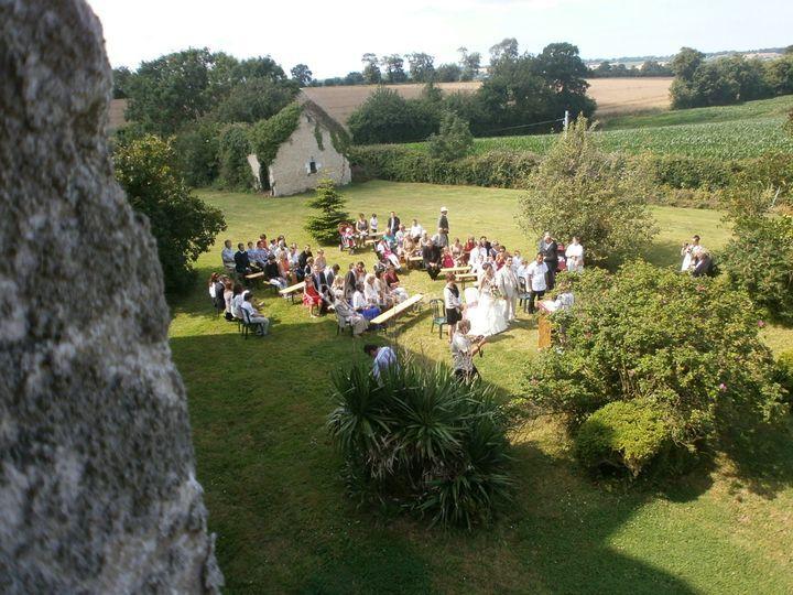 Mariage laïque dans le jardin