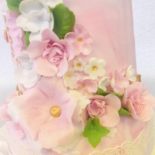 Détails fleurs en pâte à sucre