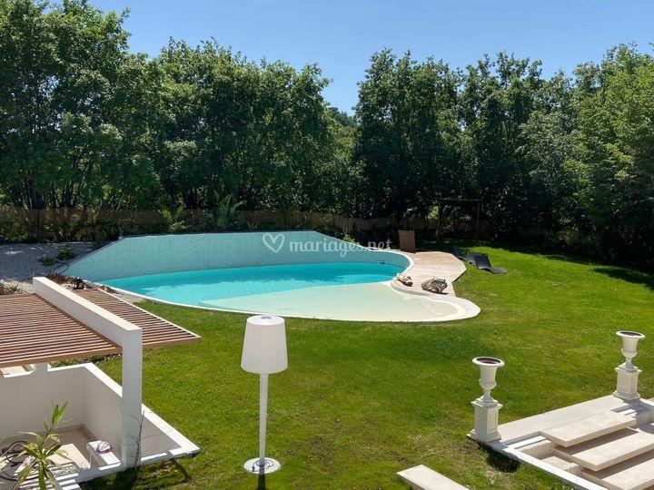 Vue piscine N°2 et jardin