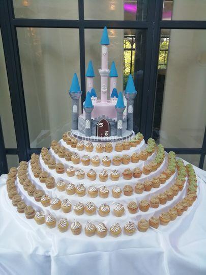 Wedding cake + mini cupcakes