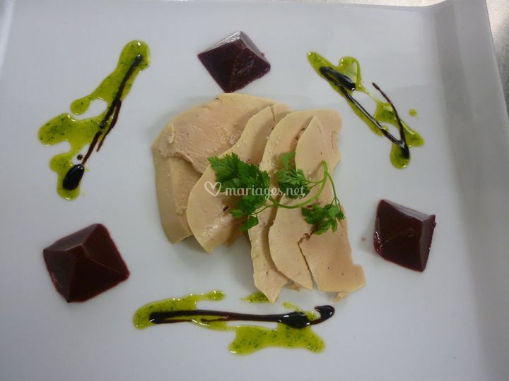 Carpaccio de foie gras et sa gelée de griottes