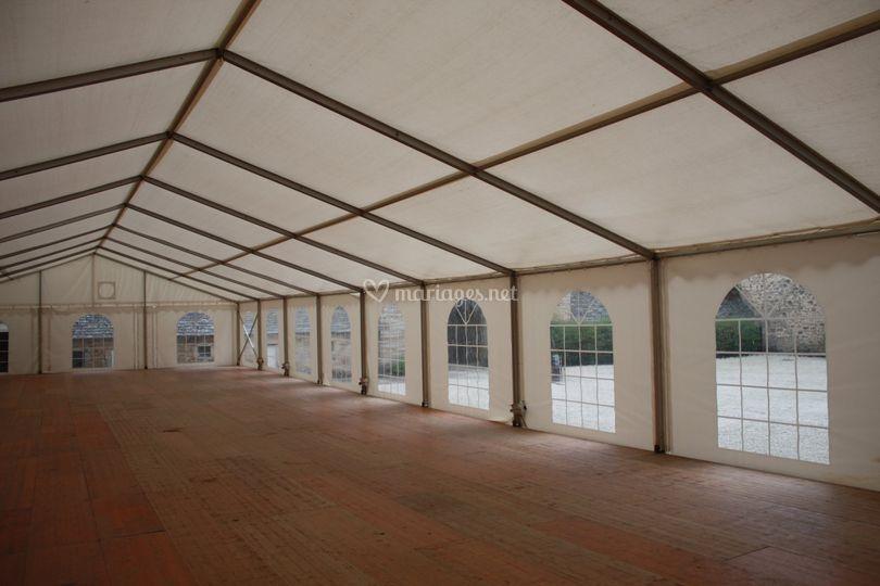 Tente de 10 mètres de large avec parquet
