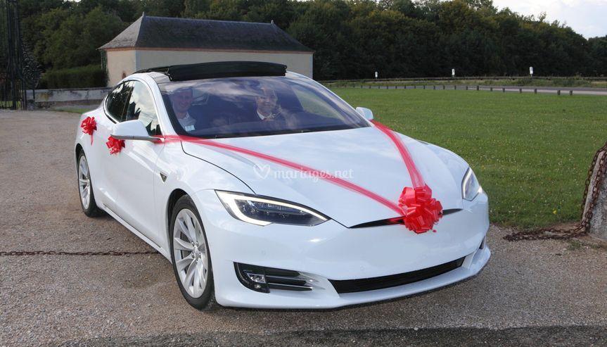 Tesla sans bouquet floral