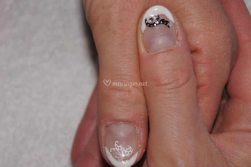 French manucure avec strass