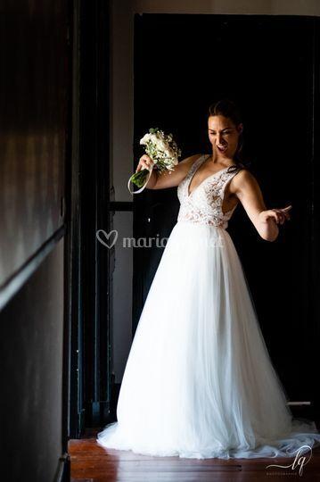 Mariée et son bouquet roond