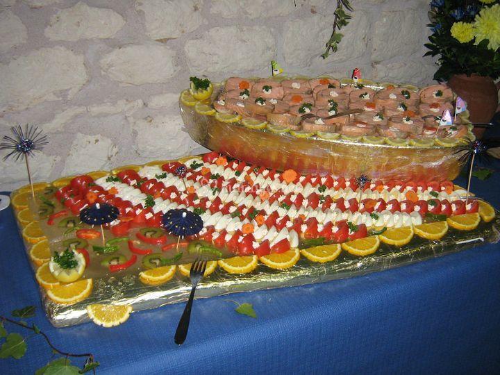 Barque de présentation pour buffet avec médaillon de saumon