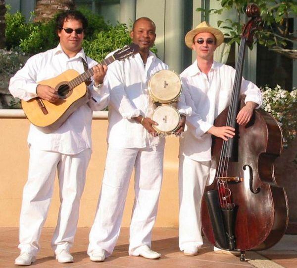 Trio Salsa