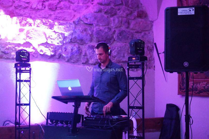 DJ O2M
