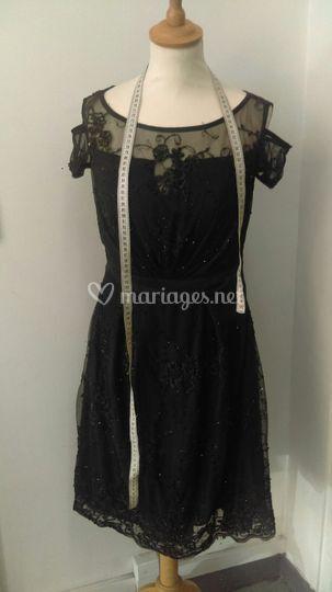 Robe noir tissu perlé
