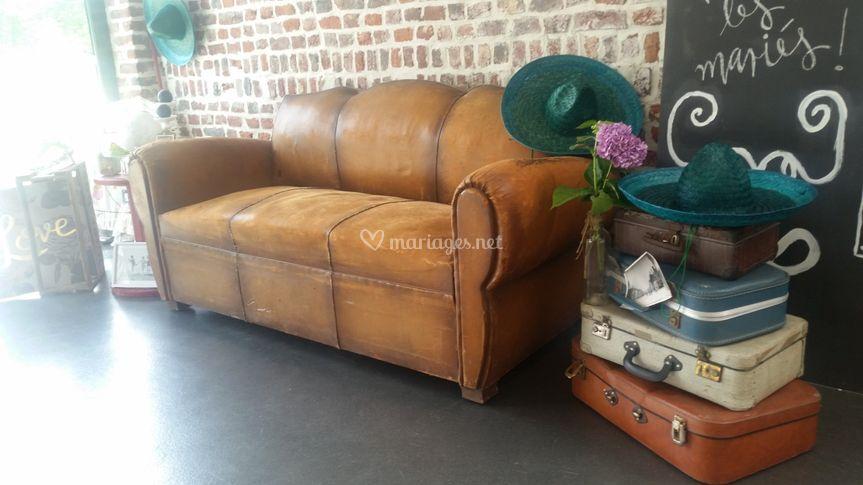Canapé et valises
