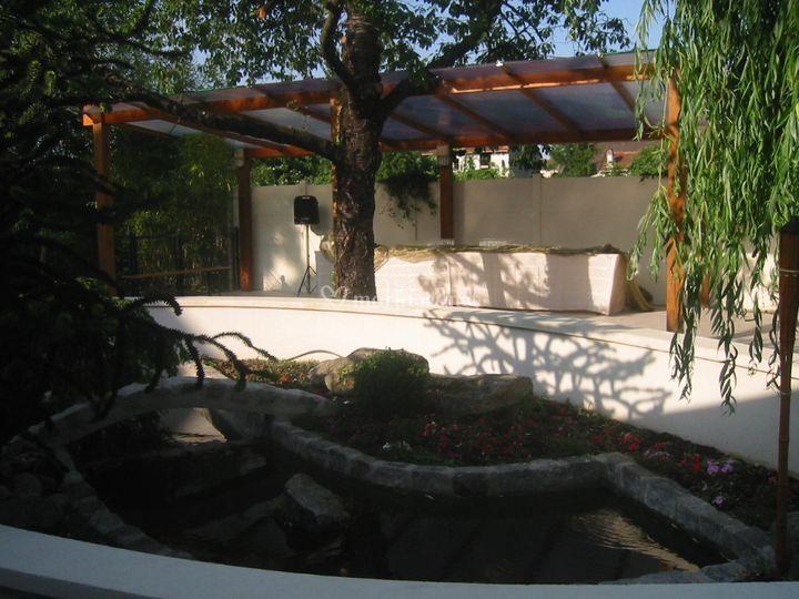 Buffet extérieur et bassin