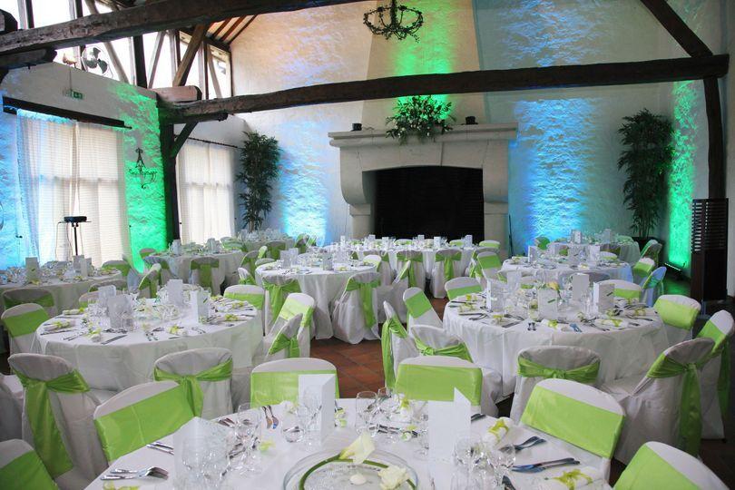 Salle de repas sur Grange des Aulnaies