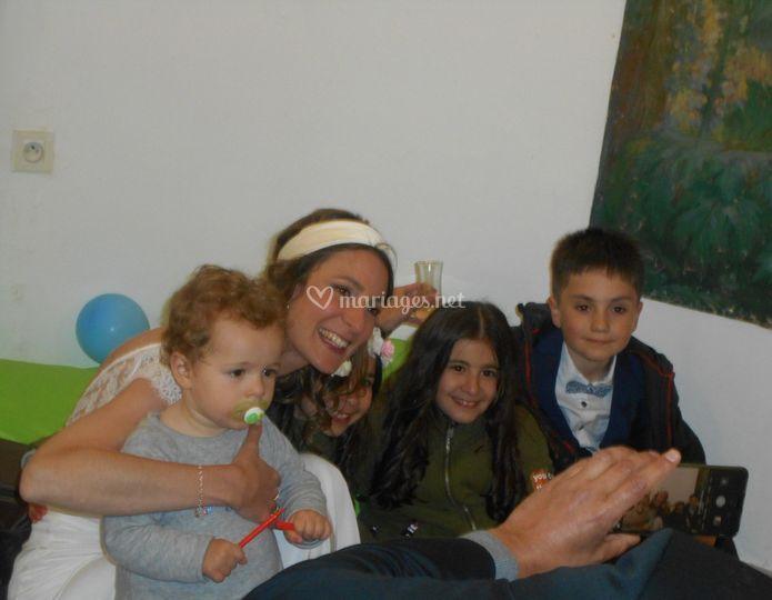 La mariée avec des enfants