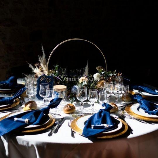Table bleu et doré