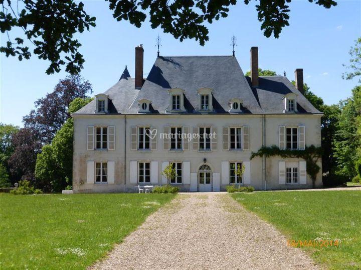 Entrée principale du château sur Château de Beaumont