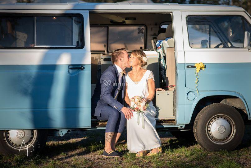 Mariage champêtre dans un van