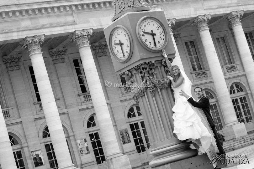 Couple mariés monument bordeaux centre