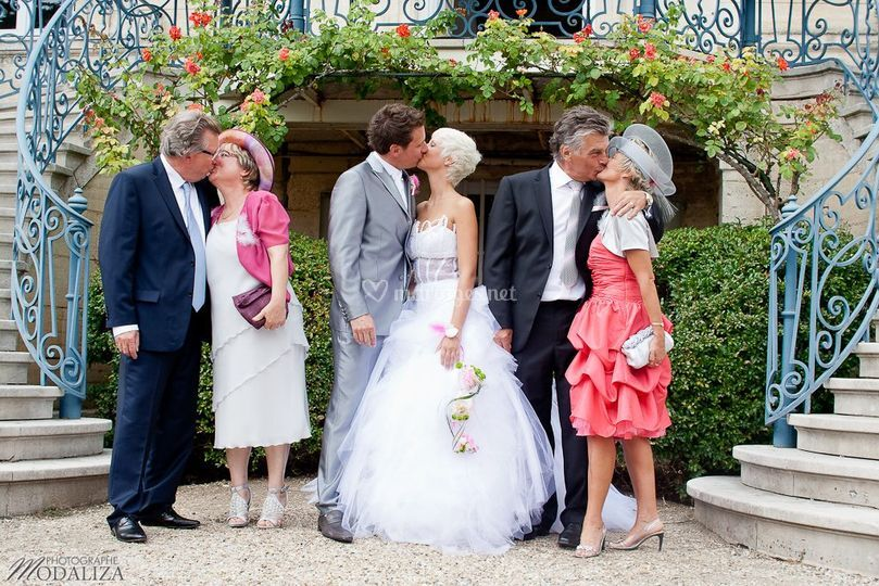 Groupe mariés et parents kiss