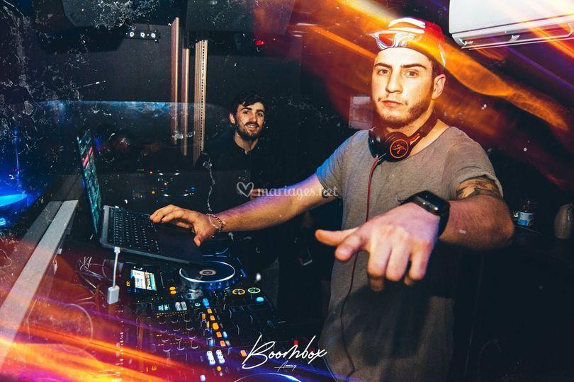 Disc-jockey (DJ)